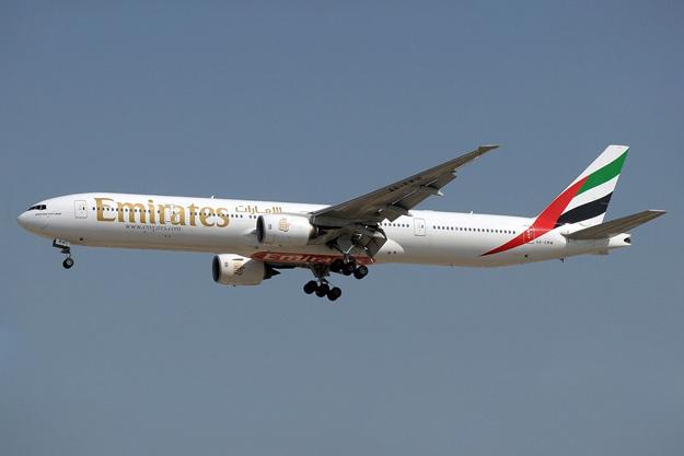 Emirates crash lands at dubai - Thai airways dubai office ...