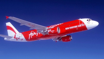 epa01191648 A undated handout image provided by Airbus showing an AirAsia jet. AirAsia, the region's largest low-cost carrier, has placed a firm order for an additional 25 A320s, Airbus announced 05 December 2007. The latest contract brings AirAsia Group's (Malaysia AirAsia, Thai AirAsia and Indonesia AirAsia) total orders to 175 A320 aircraft and makes it the largest airline customer for this particular aircraft in the world.  EPA/AIRBUS/HO  EDITORIAL USE ONLY