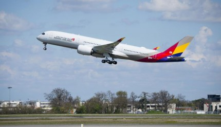 csm_A350-900_Asiana_Airlines_taking_off_f8d80a33bb